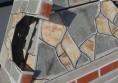 камина в двора за скара на дърва