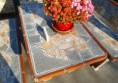 маса за село на двора с камък