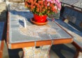 маса с пейки за село на двора