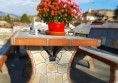 маса за село на двора