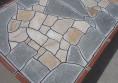 бетонна градинска маса с камък и мозайка (2)