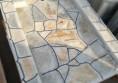 градинска чешма с камък