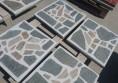 тротоарни бели плочки с камък